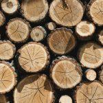 Creatieve accessoires en spullen van hout in huis